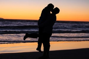 couple-on-beach-healthy-aging